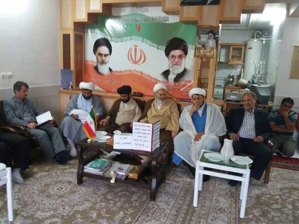 956 - نماز جمعه محل وحدت و انسجام و اتحاد نیروهای انقلابی و مؤمن است