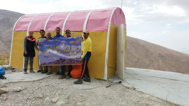 صعود کوهنوردان فلاورجانی به قلّه قاش مستان دنا