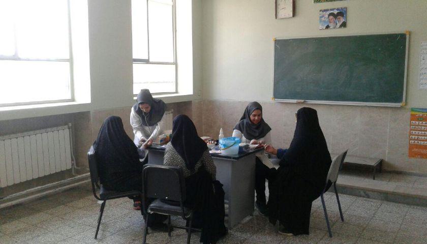حضور گروه جهادی آلام خاکی دانشگاه آزاد در روستای مهرگان بخش پیربکران