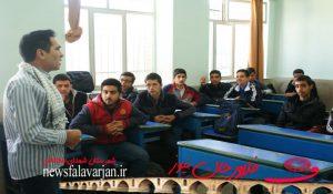 167200000 167 300x175 - تصاویر/کاروان ایثار کنگره شهدای خط شکن در هنرستان شهید بهشتی فلاورجان