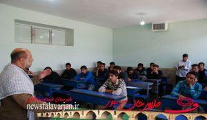 168200000 168 300x175 - تصاویر/کاروان ایثار کنگره شهدای خط شکن در هنرستان شهید بهشتی فلاورجان