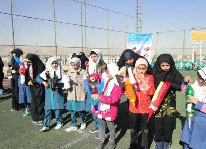 جشنواره پرتاب موشک دست سازدانش آموزان در پیربکران برگزار شد