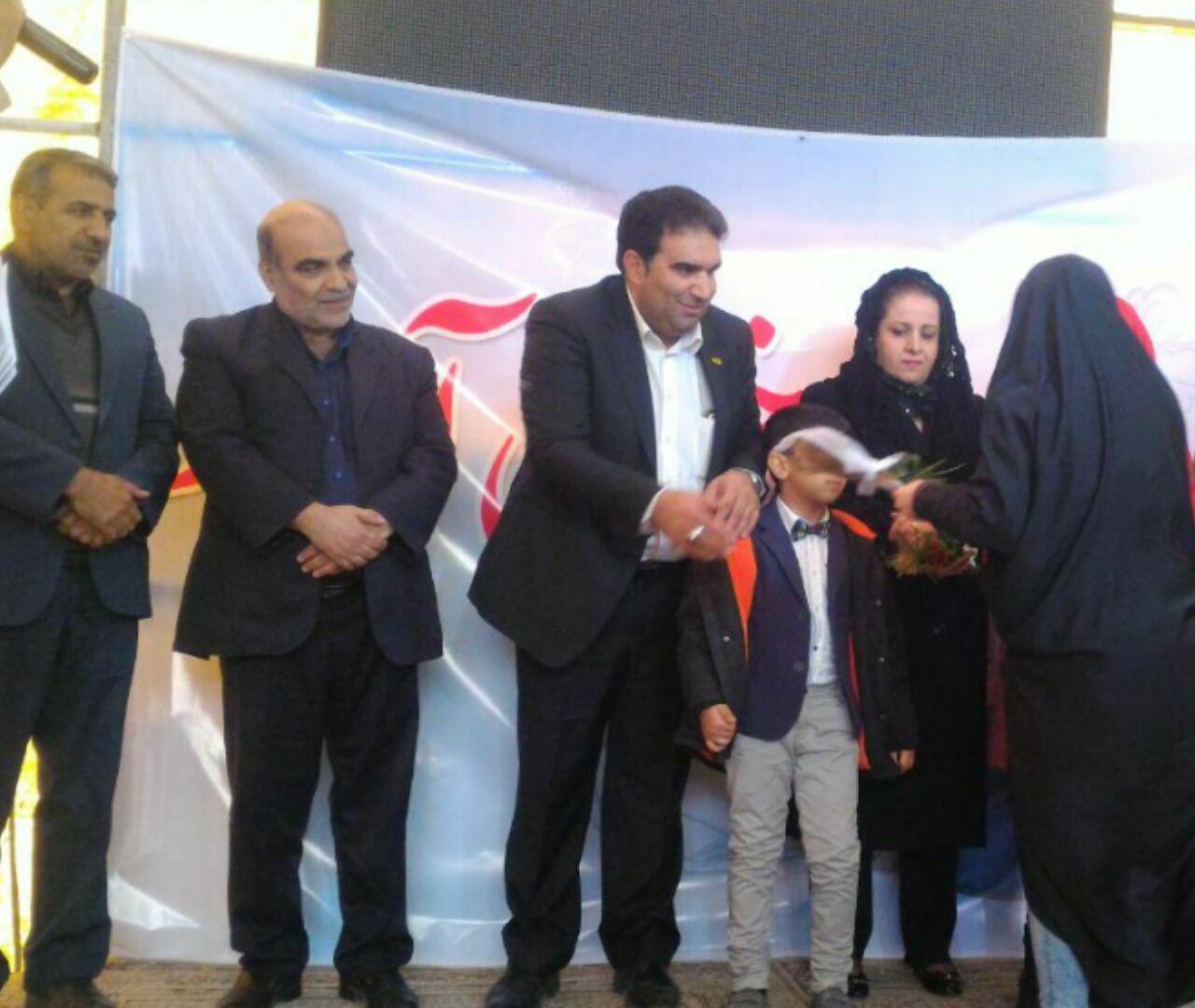اهدای جهیزیه به۷ نوعروس نیازمند با کمک خیران فلاورجانی