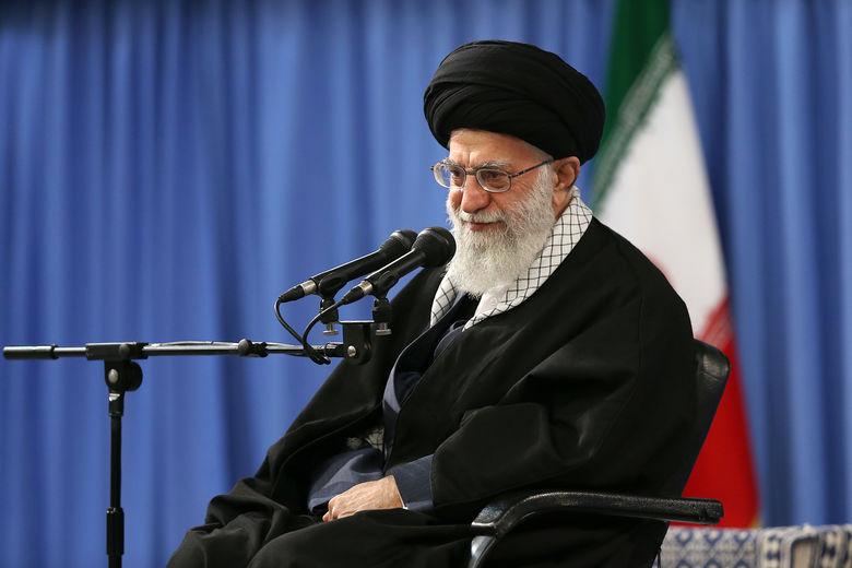 رهبر انقلاب :  ۲۲ بهمن امسال از آن ۲۲ بهمنهای تماشایی خواهد بود
