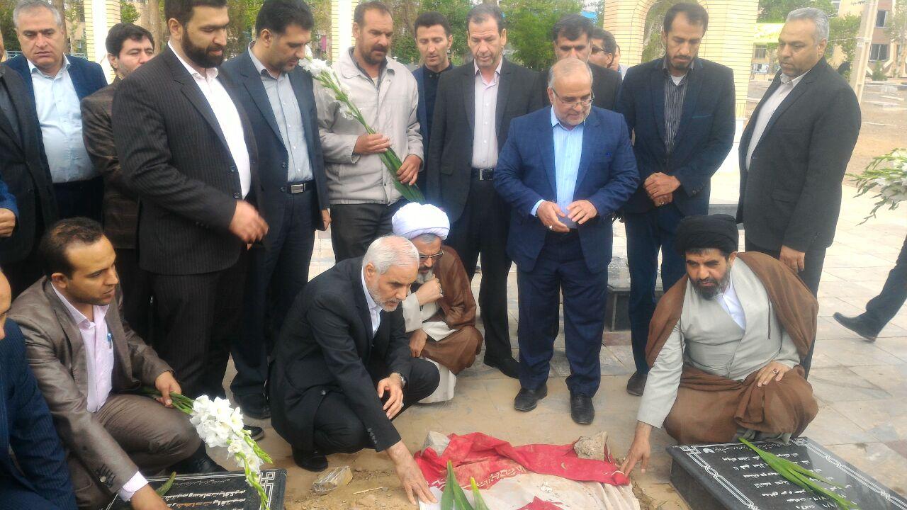 استاندار اصفهان به شهدای خط شکن شهرستان فلاورجان ادای احترام کرد+تصاویر