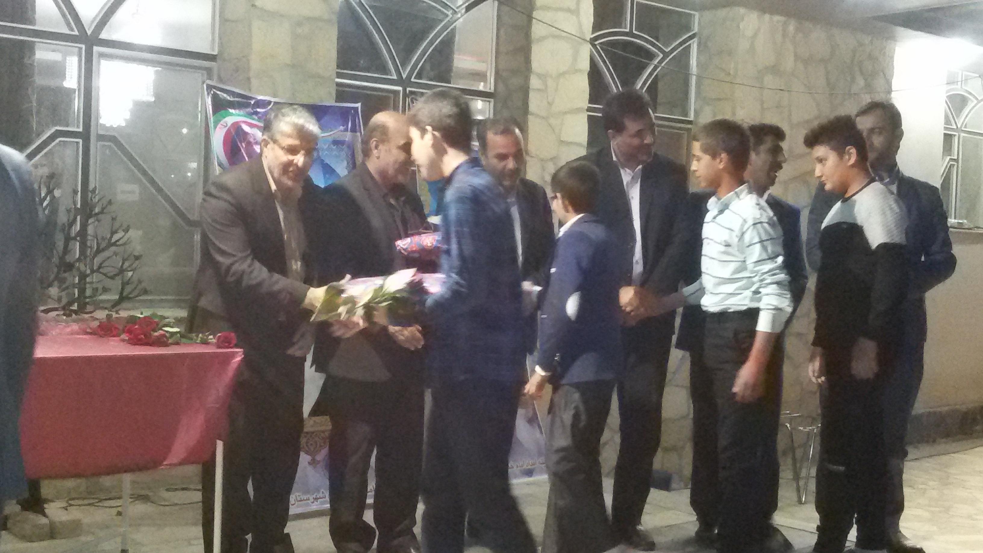 """۵۰ آرزوی ایتام در مراسم """"شب آرزوها"""" در فلاورجان برآورده شد/اهدای جهیزیه به ۷نوعروس خانواده ایتام ومحسنین"""