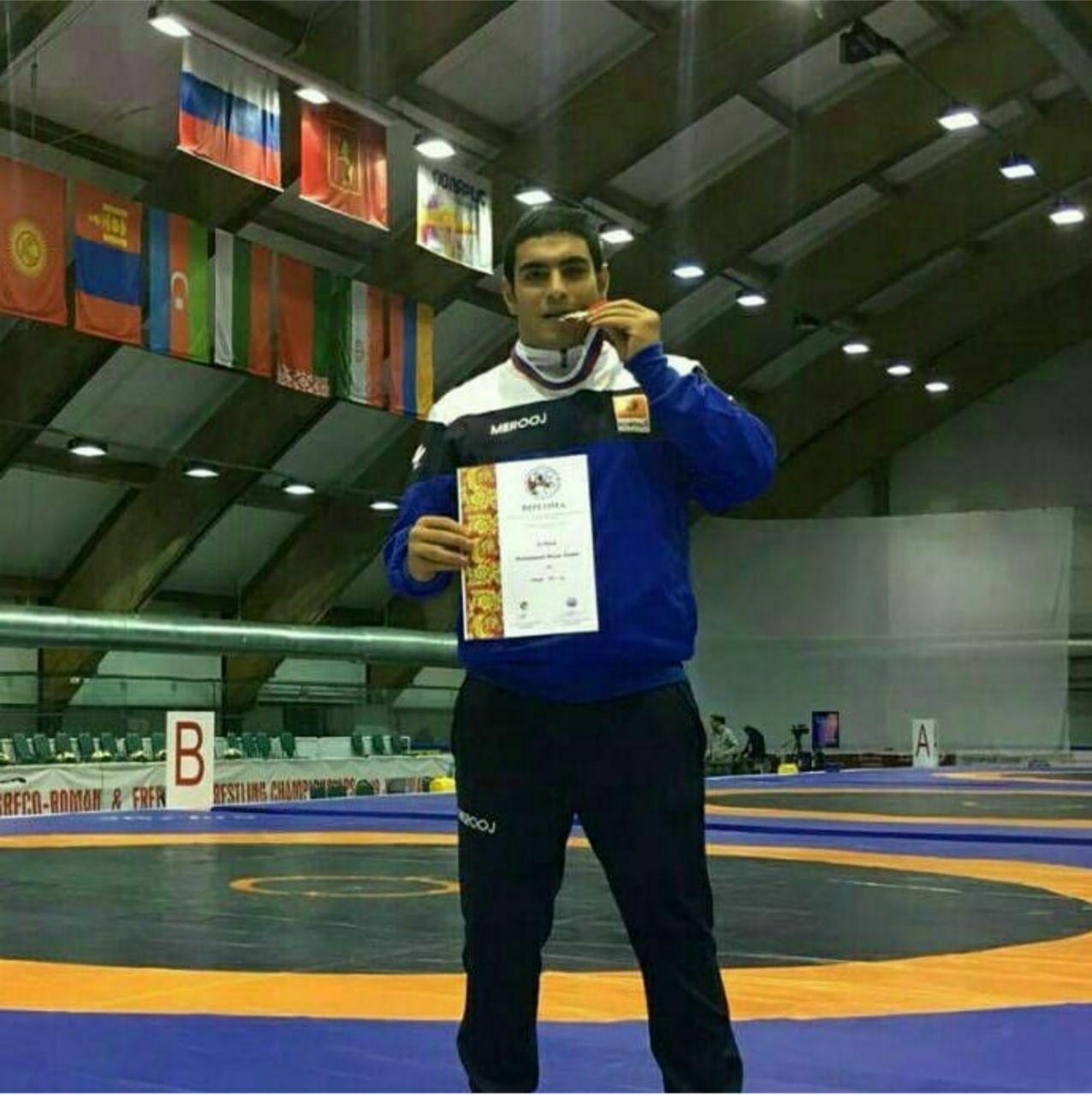 کسب مقام دومی محمد نظرزادهدر  مسابقات قهرمانی جهان کشتی فرنگی جوانان در روسیه
