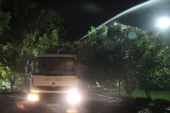 اجرای عملیات شستشوی درختان در سطح شهر فلاورجان