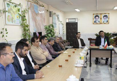رئیس اداره فرهنگ و ارشاد اسلامی و جمعی  ازفعالان فرهنگی  با علی ساعدی سرپرست فرمانداری فلاورجان دیدار کردند.