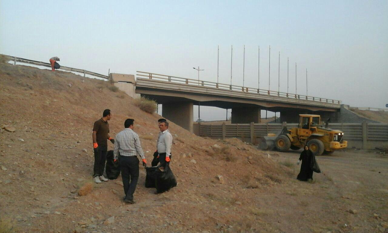 اقدام قابل تحسین اعضای شورای شهرایمانشهردر پاکسازی مناطق شهر  +تصاویر