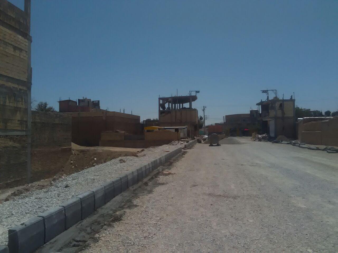 اجرای عملیات جدول گذاری پروژه خیابان ۱۶ متری آزادگان به بلوار فاضل هندی آغاز شد.