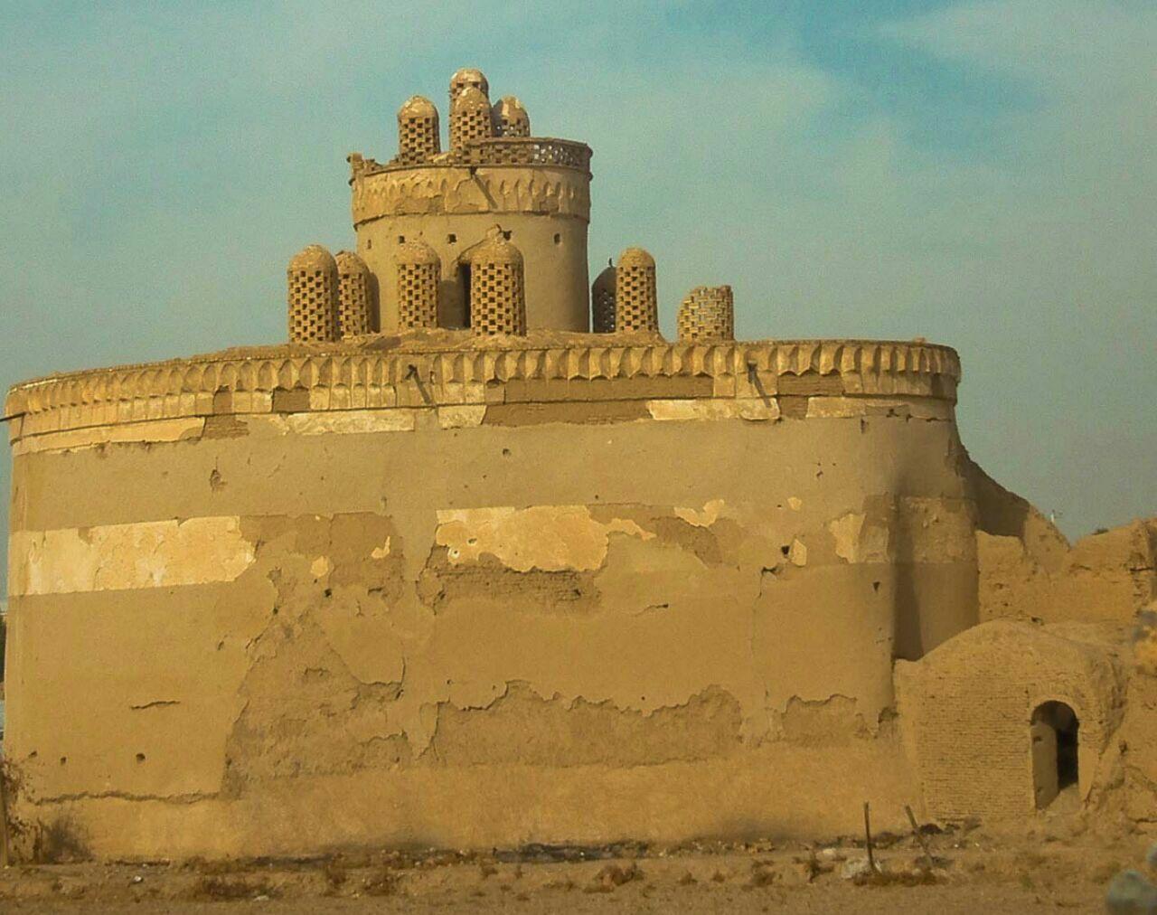 آزاد سازی حریم برج تاریخی کبوترخانه چهاربرج بخش پیربکران