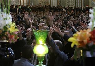 مراسم بزرگداشت شهدای حادثه تروریستی جاده خاش در حرم رضوی برگزار شد