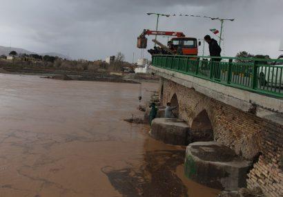 طغیان زاینده رود و اقدام به موقع شهرداری فلاورجان در راستای حفاظت از پل تاریخی فلاورجان