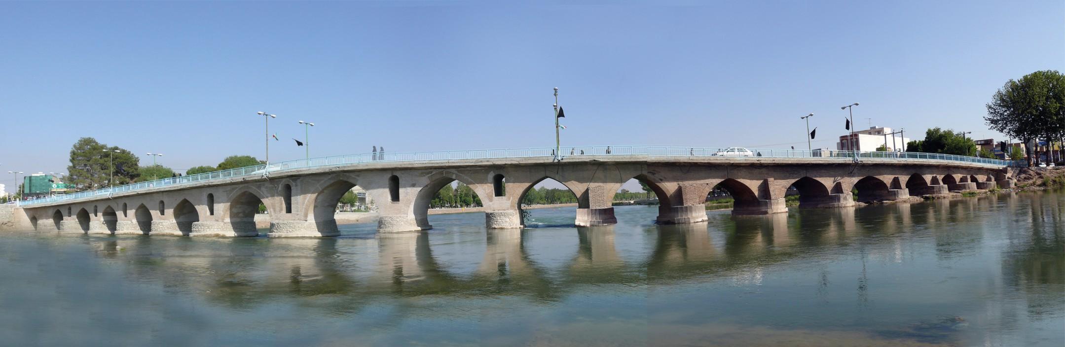 پل تاریخی فلاورجان، تنها پل دوقوسی بر روی زاینده رود