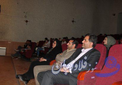 حضور شهردار و اعضای شورای شهر فلاورجان در تماشای تئاتر سربازان فراری