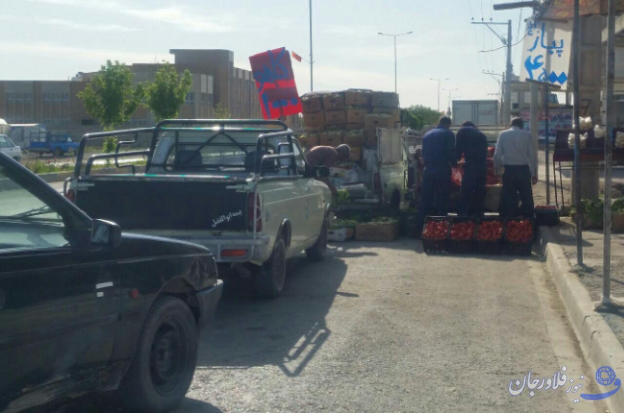 سدمعبر خودروهای فروش میوه در بلوار امام رضا (ع)  فلاورجان+ ویدئو