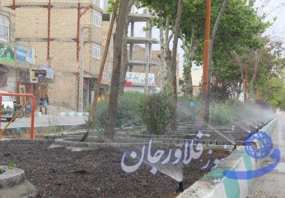 """اجرای طرح آبیاری قطره ای وبارانی  در بلوار""""بسیج """"فلاورجان"""