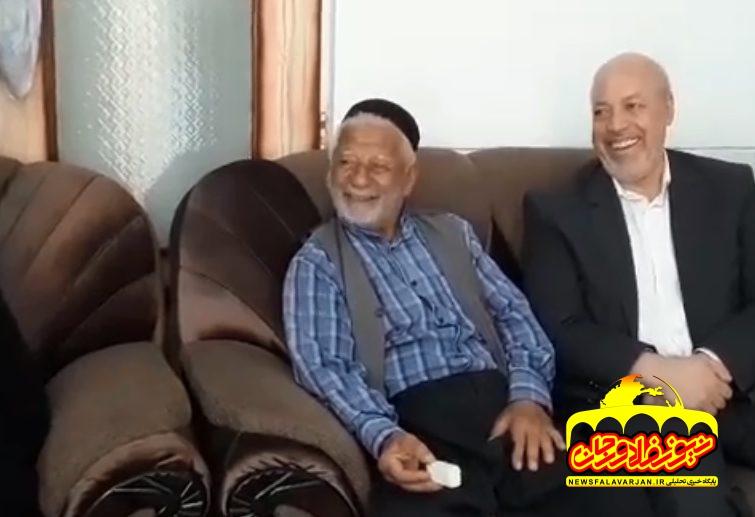 قولی که استانداراصفهان از والدین شهیدان توکلی در فلاورجان گرفت