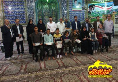 تجلیل از ۵۱ دانش آموز ممتاز شاهد و ایثارگر در امامزاده سید محمد قهدریجان