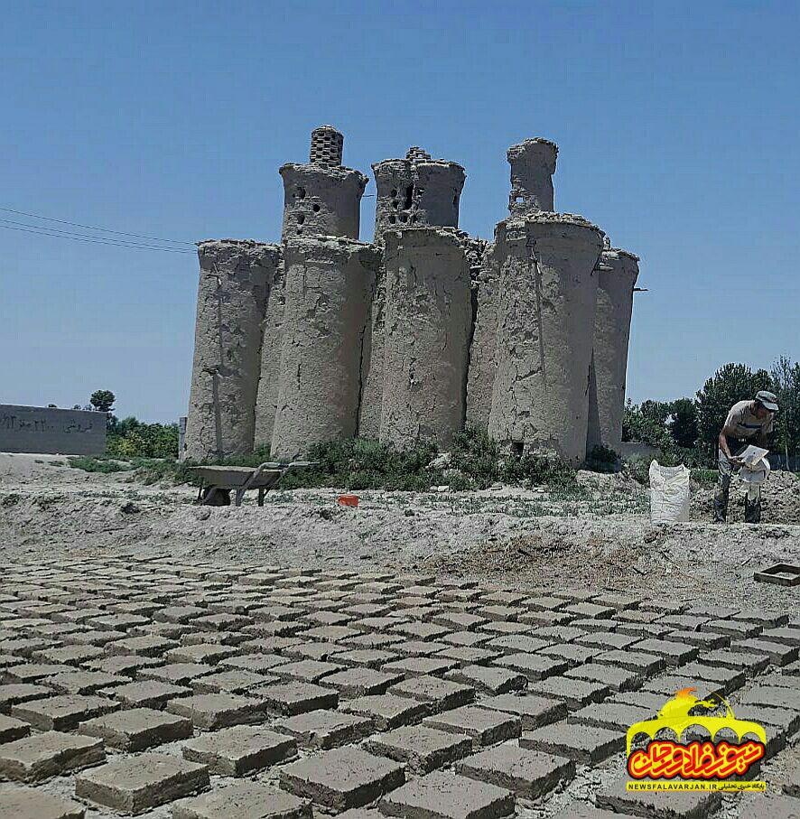 شروع عملیات مرمت برج های کبوترخانه اجگرد در شهر بهاران