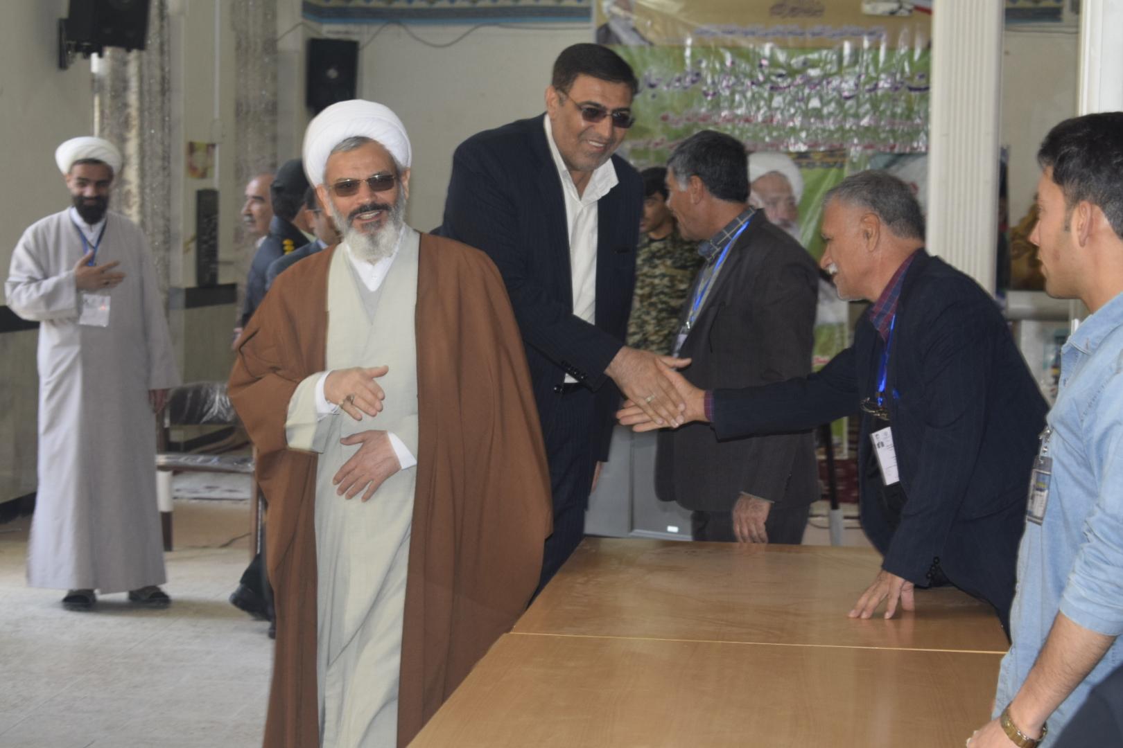 فرماندار فلاورجان  از تعدادی از شعب اخذ رای شهرستان بازدید کرد
