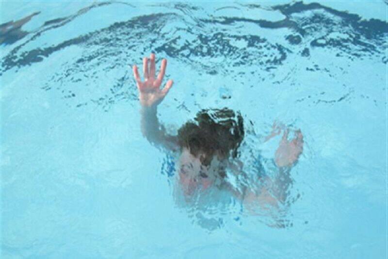 غرق شدگی یک کودک ۴ ساله در استخر آب در فلاورجان