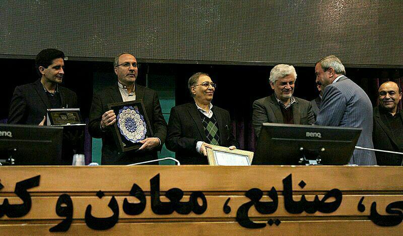 انتخاب شرکت داروسازی امین به عنوان کارآفرین برتردر یازدهمین جشنواره کارآفرینان برتر استان