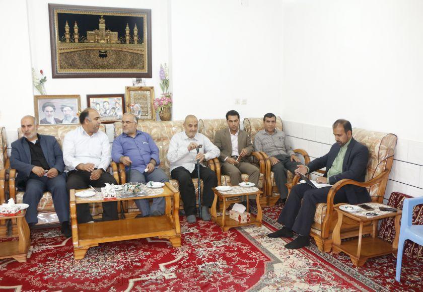 دیدار با خانواده شهدا مایه دلگرمی مسئولان است/دیدارمسئولین  از خانواده معظم شهید عباس صفری در روستای دشتچی