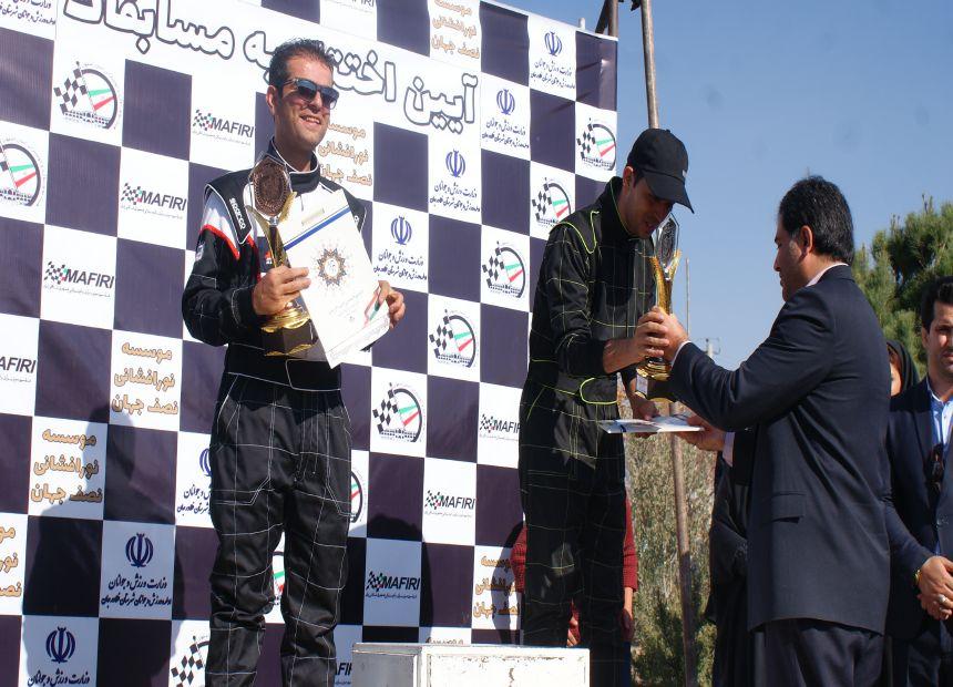 مسابقه اتومبیلرانی اسلالوم قهرمانی استان اصفهان همراه با همایش خودروهای ۲۰۶ در شهرستان فلاورجان برگزارشد.