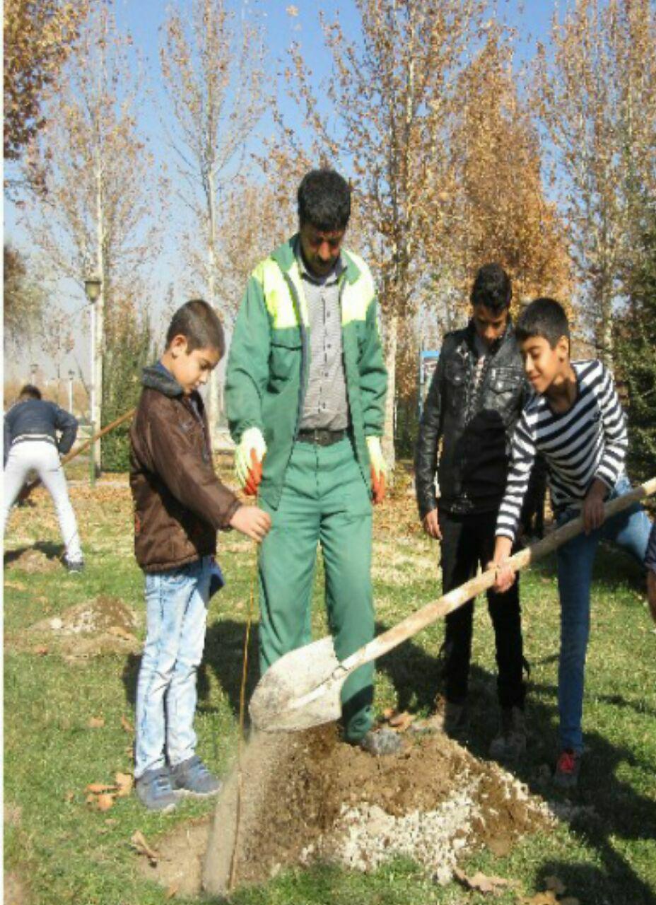 مراسم درختکاری به مناسبت روز جهانی خاک در شهرستان فلاورجان