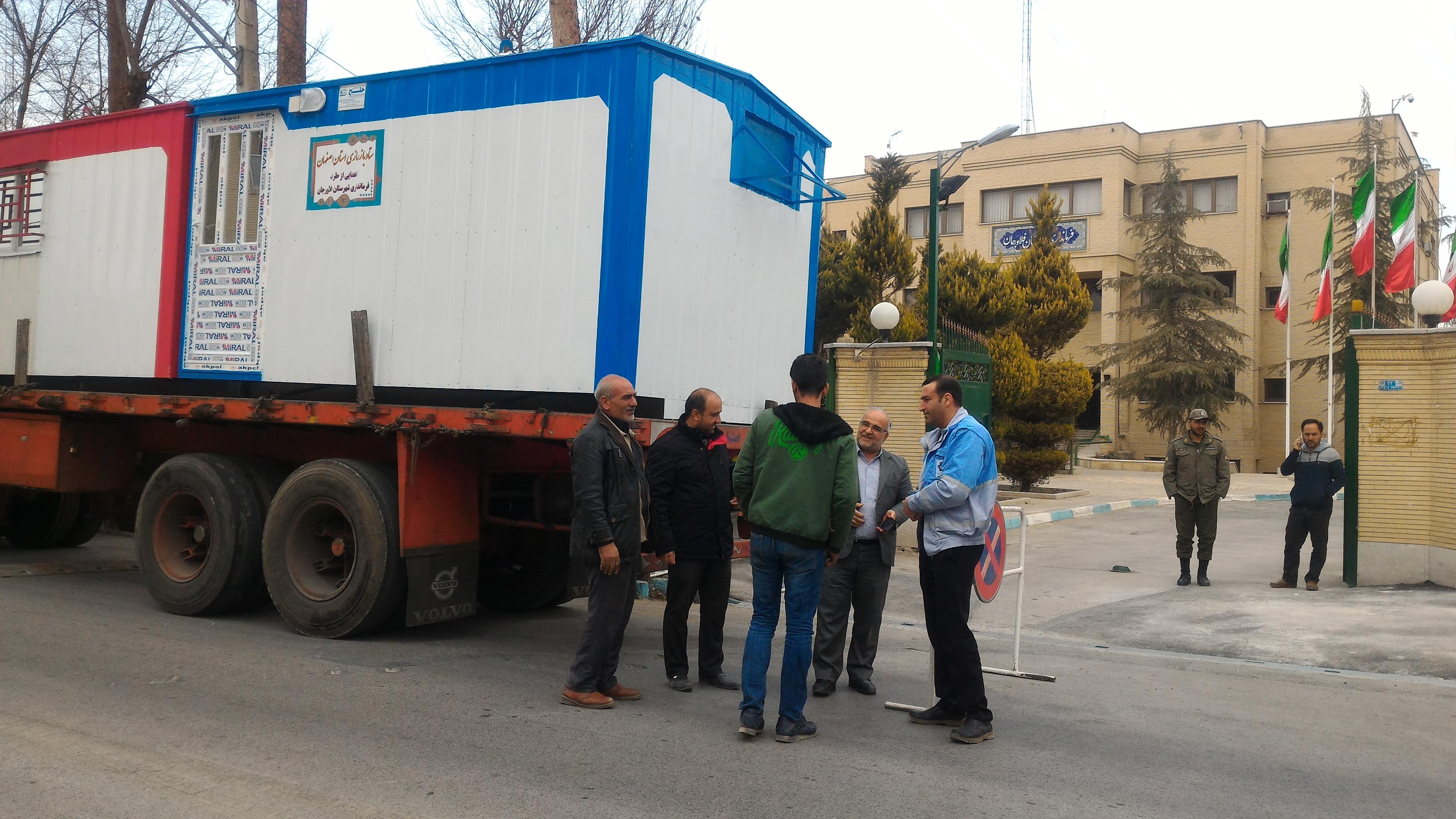 ۵ دستگاه کانکس توسط فرمانداری شهرستان فلاورجان به مناطق زلزله زده کرمانشاه ارسال شد