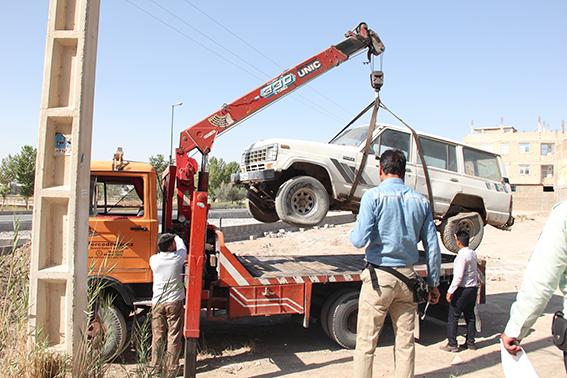 جمعآوری خودروهای فرسوده و رها شده از سطح شهرفلاورجان آغازشد
