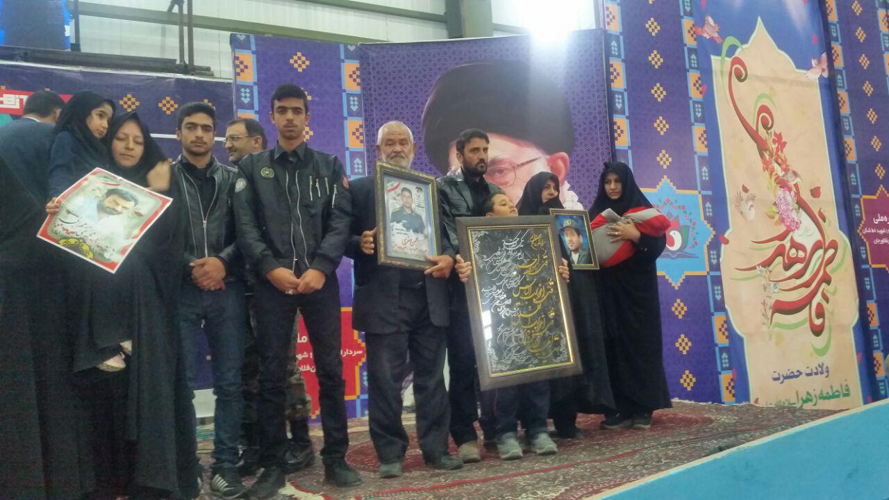 تجلیل از خانواده شهیدان صفری ،مهرابی و اسدی در مراسم اختتامیه کنگره ۱۴۰۰ شهید خط شکن فلاورجان