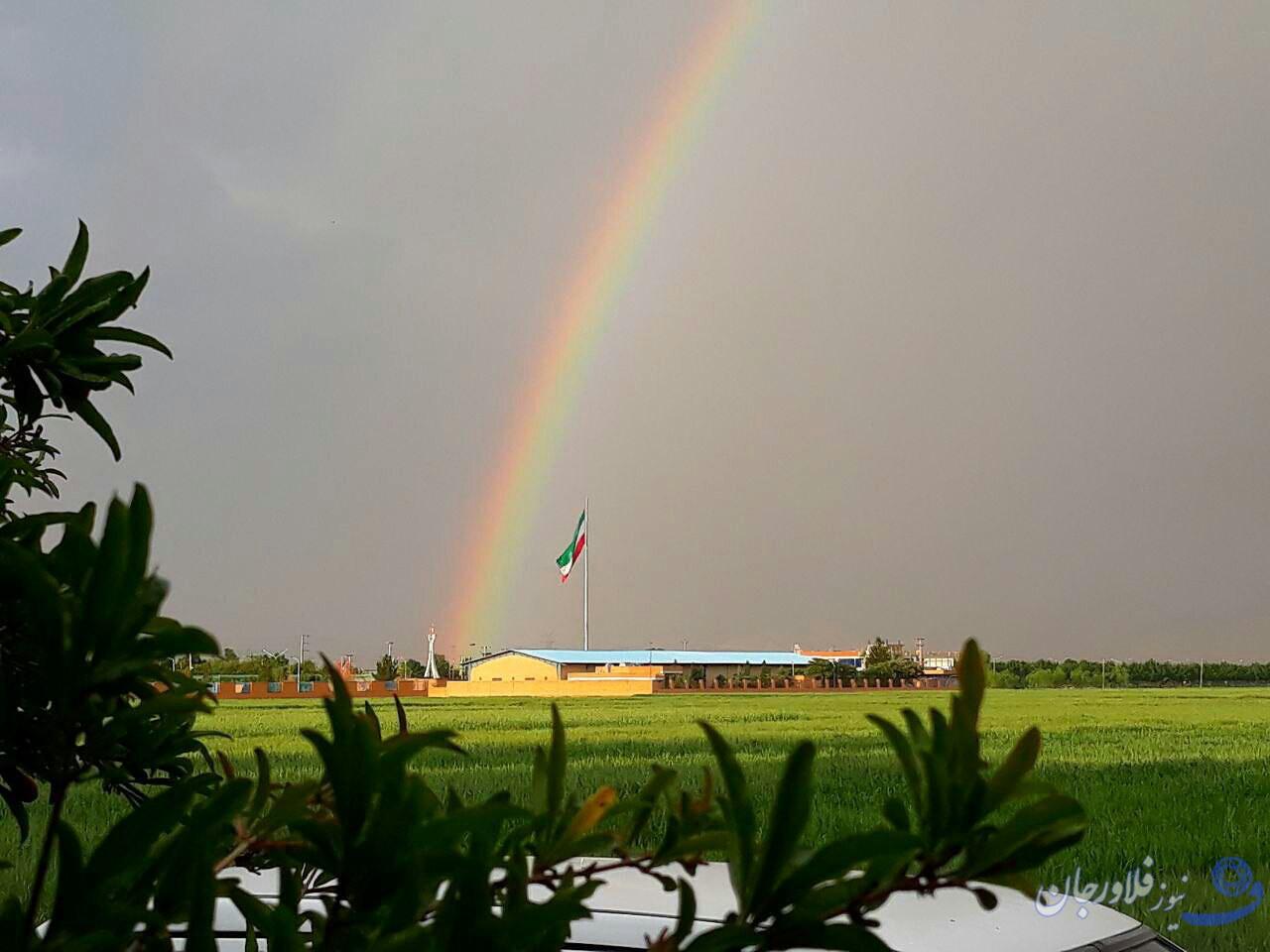 رنگین کمان بعد از باران بهاری در فلاورجان