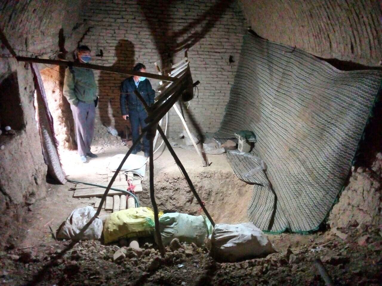 دستگیری چهار حفار غیرمجاز اشیا تاریخی در روستای دارگان بخش پیربکران